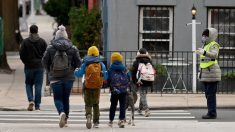 Nueva York anuncia que comenzará a vacunar a mayores de 12 años en colegios
