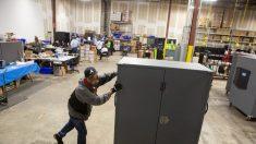 """Congresista del GOP: Técnico """"borró eficazmente"""" datos electorales de servidores del condado de Fulton"""