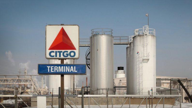 Tanques de combustible se encuentran en una instalación propiedad de Citgo, una subsidiaria de PDVSA, la compañía petrolera estatal venezolana, el 1 de febrero de 2019 en Lemont, Illinois (EE.UU.). (Scott Olson / Getty Images)