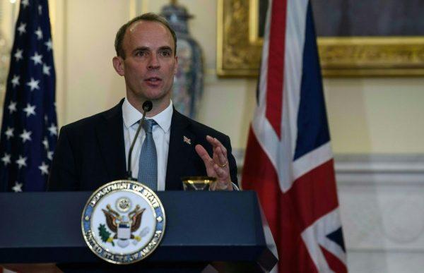 El ministro de Relaciones Exteriores británico, Dominic Raab, habla en una conferencia de prensa en el Departamento de Estado en Washington, DC, el 16 de septiembre de 2020. (Foto de NICHOLAS KAMM / POOL / AFP a través de Getty Images)
