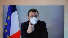 Macron sigue con tos y cansancio pero está estable