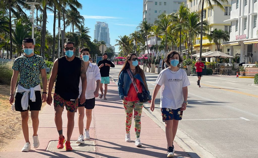 """Florida toma su primera medida contra el """"turismo de vacunación"""""""