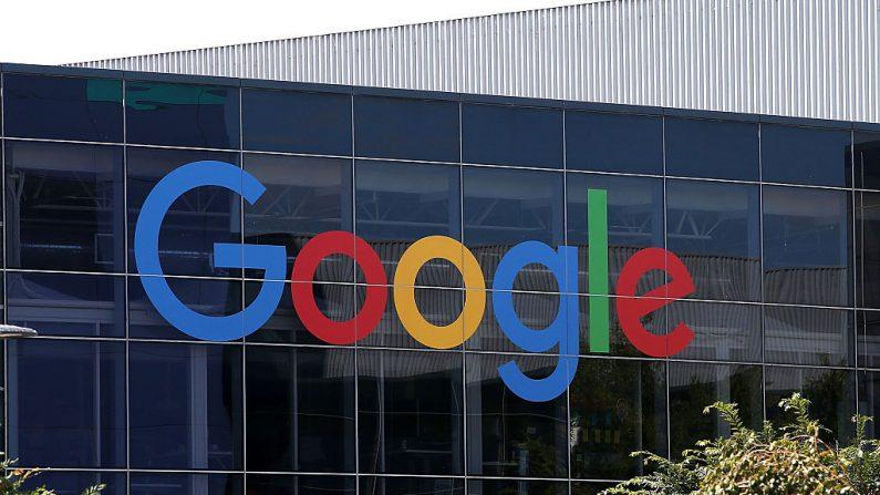 El logotipo de Google se muestra en la sede de Google el 2 de septiembre de 2015 en Mountain View, California (EE.UU.). (Foto de Justin Sullivan / Getty Images)