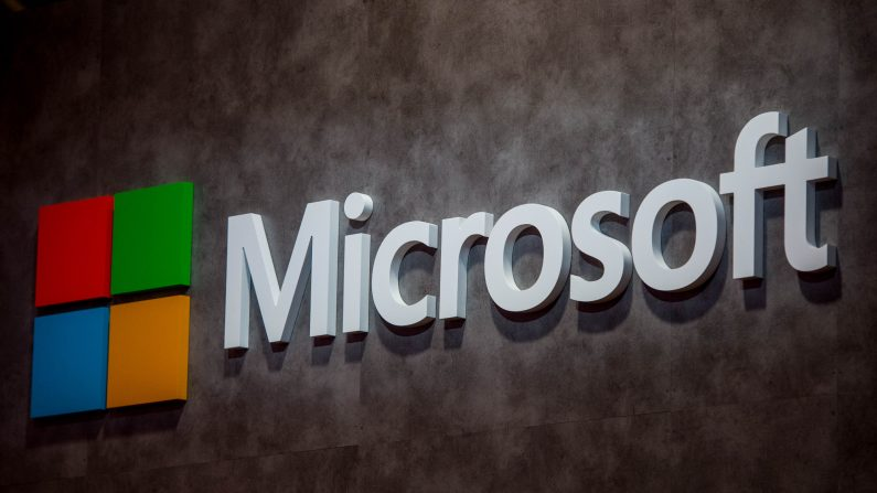 Un logotipo de Microsoft el día de la inauguración del Congreso Mundial de Móviles en el Complejo Fira Gran Via el 22 de febrero de 2016 en Barcelona, España. (David Ramos/Getty Images)