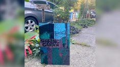 """Vecinos sin hogar dejan tarjeta en la entrada de una mujer para agradecerle por """"compartir el jardín"""""""