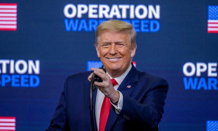 El presidente Donald Trump habla en una cumbre sobre la Operación Warp Speed el 8 de diciembre de 2020 en Washington, DC. (Tasos Katopodis/Getty Images)