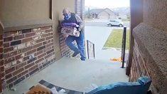 Conmovedor video de un repartidor en apuros genera una ola de generosidad en las redes sociales