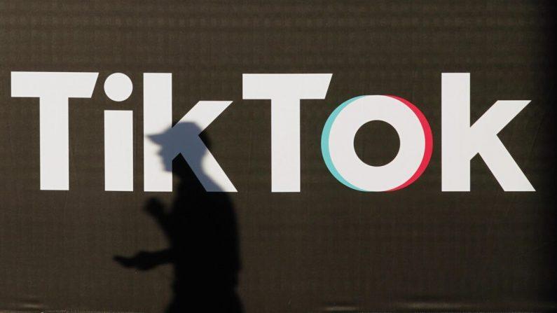 Un anuncio para la compañía de redes sociales TikTok en Berlín, Alemania, el 21 de septiembre de 2020. (Sean Gallup/Getty Images)