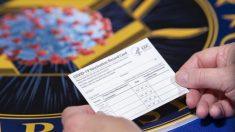 Estadounidenses recibirán tarjetas de registro tras vacunarse contra COVID-19