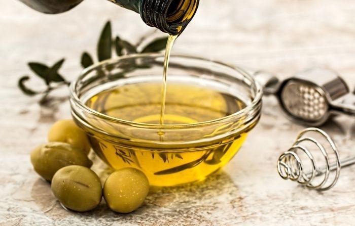 Las grasas saludables como las que se encuentran en el aceite de oliva pueden tener efectos de fortalecimiento inmunológico. (stevepb/Pixabay)