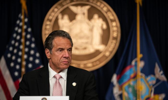 El gobernador de Nueva York, Andrew Cuomo, en una conferencia de prensa en la ciudad de Nueva York el 12 de junio de 2020. (Jeenah Moon/Getty Images)
