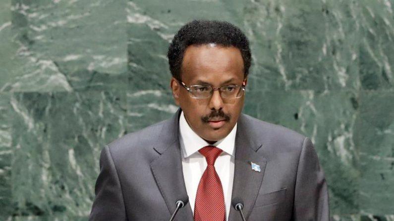 """El ataque fue condenado por el presidente de Somalia, Mohamed Abdullahi Farmajo, quien envió sus """"condolencias"""" a los familiares de las víctimas mortales. EFE/EPA/JASON SZENES/Archivo"""