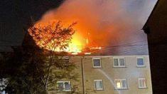 Padre salta de un edificio en llamas para atrapar a sus hijos durante un incendio