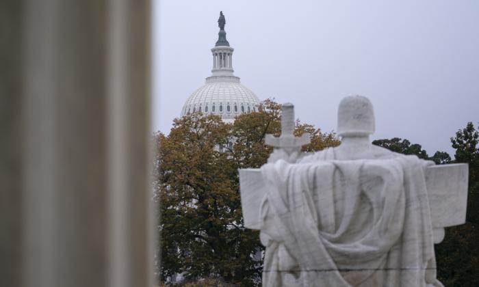 El Capitolio de EE.UU. se ve desde la Corte Suprema el 20 de octubre de 2020 en Washington, DC. (Stefani Reynolds/Getty Images)