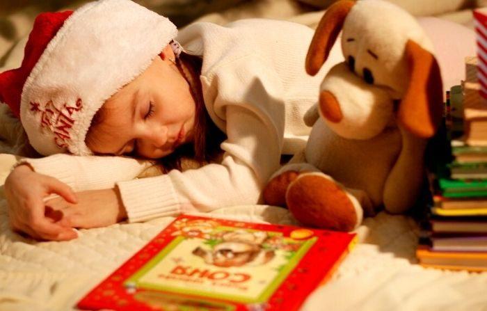 Profundizar en los clásicos navideños con sus seres queridos en estas vacaciones puede transportarlo a su propia infancia. (sobima/Pixabay)