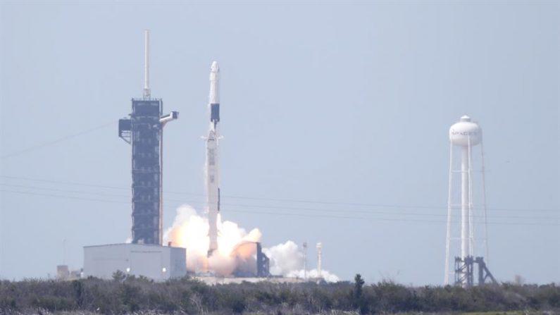 La compañía SpaceX envió el 19 de diciembre de 2020 al espacio un cohete Falcon con un satélite espía clasificado por la Oficina Nacional de Reconocimiento (National Reconnaissance Office) desde Cabo Cañaveral, en el centro de Florida (EE.UU.), en su último lanzamiento de 2020. EFE/EPA/Erik S. Lesser/Archivo