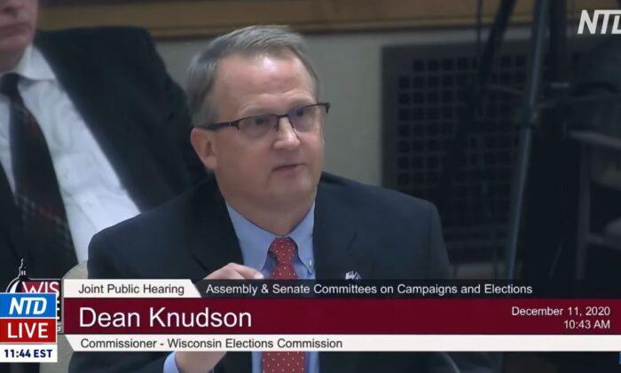 Captura de pantalla de un video del Comisionado de Elecciones de Wisconsin, Dean Knudson, testificando en una audiencia del comité legislativo estatal, en Madison, Wisconsin, el 11 de diciembre de 2020. (NTD Televisión)