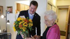 """""""Random Acts of Flowers"""", una organización que entrega flores y lleva sonrisas a los pacientes"""