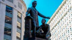 Estatua de Abraham Lincoln fue retirada por la Comisión de Boston