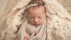 Embrión congelado durante 27 años establece nuevo récord, nace de una pareja de Tennessee