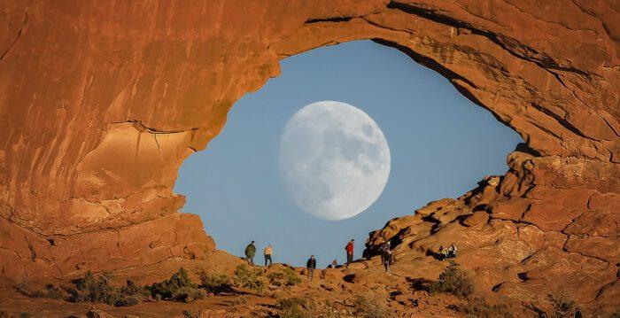 Et-moon-red-rock-web-700x420-1-700x359