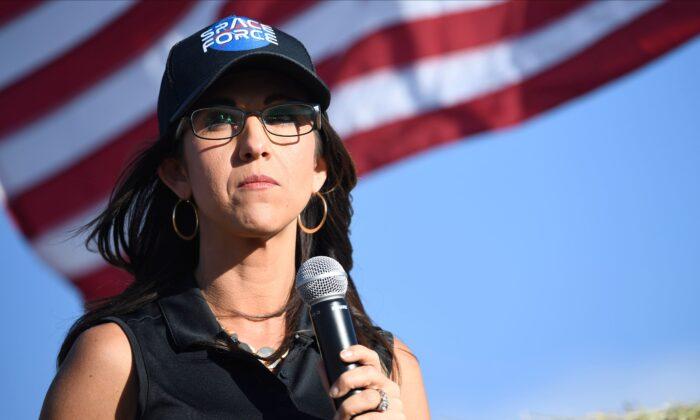 """""""Nuestra democracia depende de esto"""", dice Lauren Boebert apoyando la lucha electoral de Trump"""