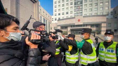 Pompeo critica a Beijing por encarcelar a una periodista ciudadana por reportar sobre el COVID-19