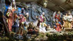 Parroquia mexicana incluye a personal médico en el tradicional nacimiento navideño como homenaje