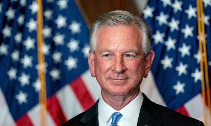 El senador electo Tommy Tuberville (R-Ala.) en el Capitolio de Estados Unidos en Washington el 9 de noviembre de 2020. (Stefani Reynolds/Pool/AFP a través de Getty Images)