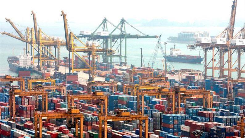 En noviembre el valor de las exportaciones estadounidenses aumentó a 184,200 millones de dólares y el de las importaciones a 252,300 millones. EFE/Archivo