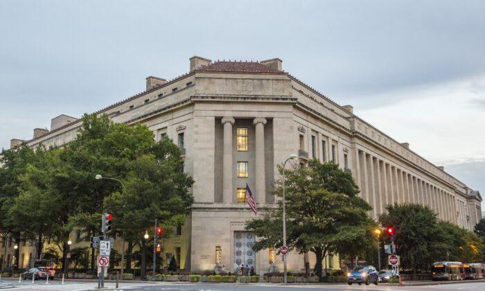 Edificio del Departamento de Justicia en Washington, el 22 de septiembre de 2017. (Samira Bouaou/The Epoch Times)