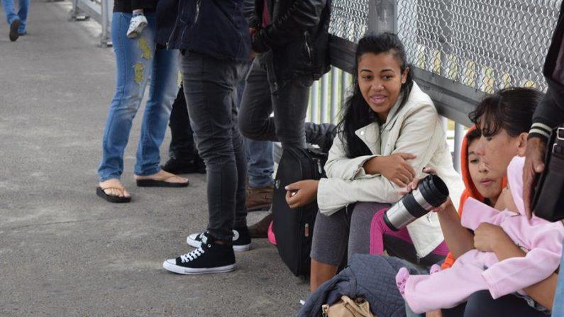 La Guardia Costera repatrió este lunes, 11 enero de 2021, a 12 inmigrantes cubanos que intentaron llegar ilegalmente al país por mar y que fueron retenidos y rescatados de una precaria embarcación cerca de la costa de la ciudad de Fort Lauderdale, al norte de Miami (EE.UU.). EFE/Alex Segura Lozano/Archivo