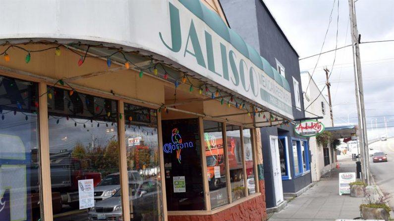Fotografía del 3 de noviembre de 2018, donde se muestra varios negocios de gastronomía mexicana en el barrio históricamente hispano de South Park en Seattle, Washington (EE.UU.). EFE/Alex Segura/Archivo