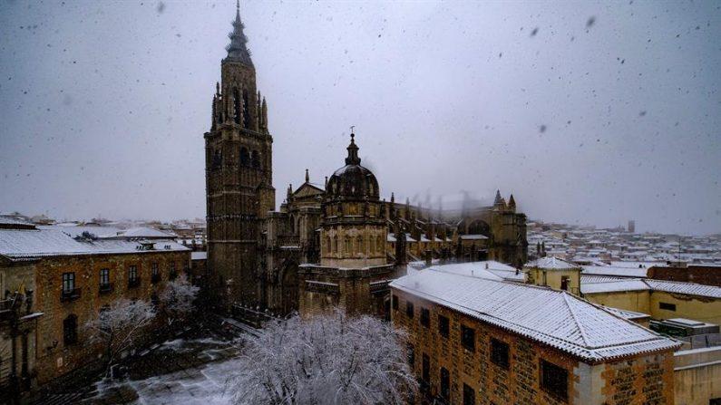 Paisaje durante una nevada el 7 de enero de 2021 en la ciudad de Toledo (España). EFE/ Ángeles Visdómine