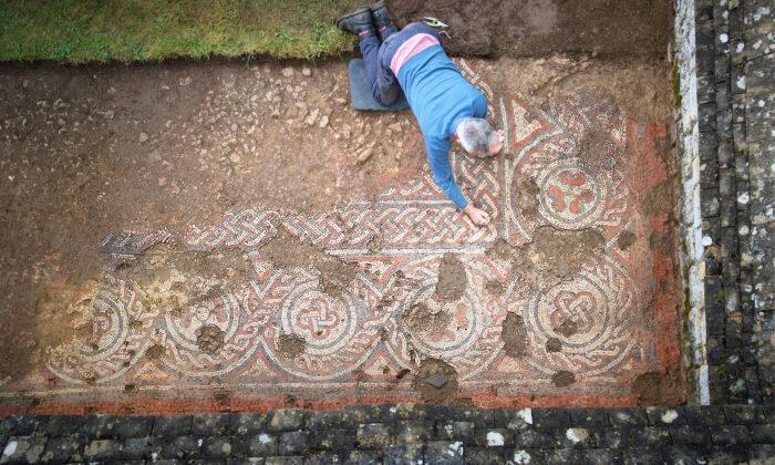 Arqueólogos descubren el primer mosaico romano conocido de la Edad Media en Gran Bretaña