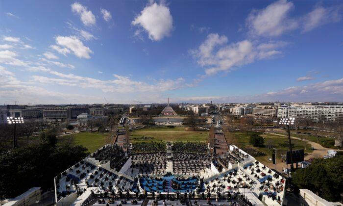 Invitados y espectadores asisten a la 59° inauguración presidencial del presidente Joe Biden, en el Capitolio de Estados Unidos, en Washington, el miércoles 20 de enero de 2021. (Susan Walsh/Getty Images)