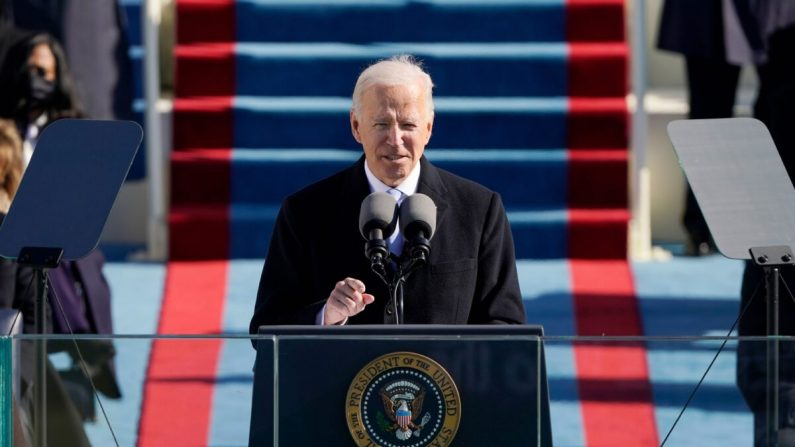 El presidente Joe Biden habla durante la 59ª ceremonia inaugural en el Frente Oeste del Capitolio de EE. UU. en Washington, el 20 de enero de 2021. (Patrick Semansky-Pool/Getty Images)