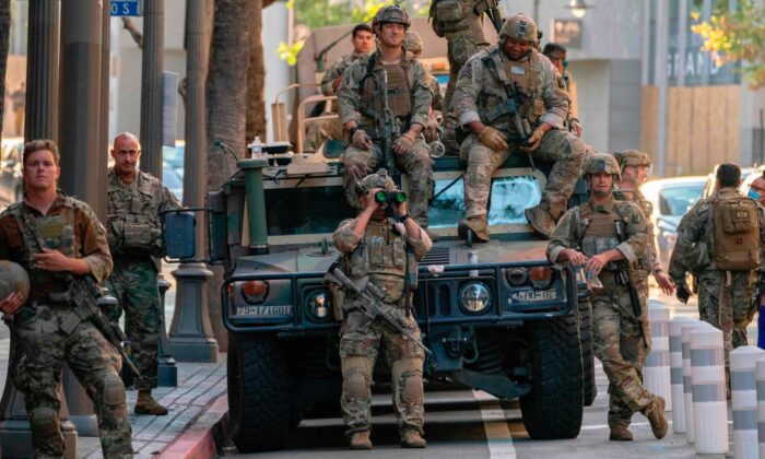 """California moviliza a la Guardia Nacional y toma """"medidas proactivas"""" antes de la inauguración"""