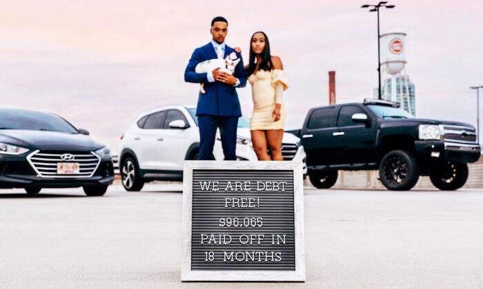 Pareja de 20 años revela cómo pagaron deuda 96,000 dólares en solo 18 meses