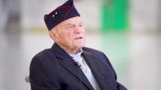 Veterano de Segunda Guerra Mundial, de 98 años, finalmente recibe medalla de honor 80 años después