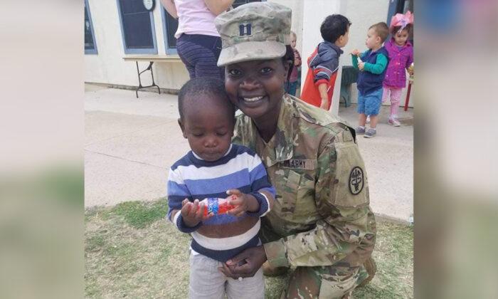 """Madre soltera y veterana del ejército paga deuda de 87,000 dólares con tres """"pequeños pasos"""""""