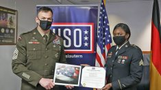 Mujer sargento es honrada por salvar con valentía a un compañero soldado de un accidente de coche