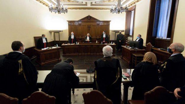 Vaticano condena al expresidente de su banco y a dos socios por malversar