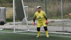 """""""Abuelita"""" chilena de  69 años juega como portera en equipo de fútbol: """"Se ganó el corazón de todos"""""""