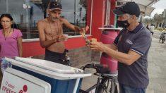 Brasileño de 66 años alimenta a personas y perros sin hogar con dinero de su jubilación en plena pandemia