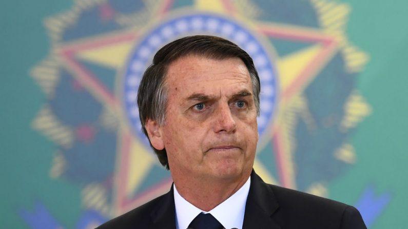 El presidente brasileño, Jair Bolsonaro, pronuncia un discurso durante la ceremonia de nombramiento de los nuevos jefes de los bancos públicos, en el Palacio Planalto de Brasilia el 7 de enero de 2019. (Evaristo Sa / AFP vía Getty Images)