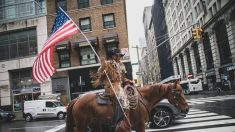 Acusan a fundador de 'Cowboys for Trump' en relación con irrupción en Capitolio de EE.UU.