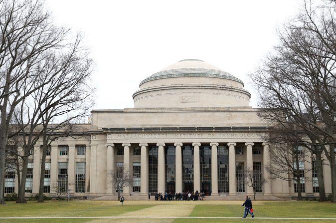 Una vista del Edificio 10 en el campus del Instituto Tecnológico de Massachusetts el 12 de marzo de 2020 en Cambridge, Massachusetts. (Maddie Meyer/Getty Images)