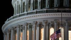 Pelosi ordena banderas a media asta en el Capitolio de EE. UU. para honrar al oficial Sicknick