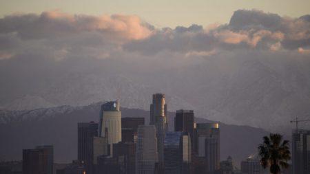 Condado de Los Ángeles es demandado por moratoria de desalojo comercial